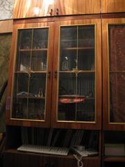 стенкa,  состоящую из 3 секций